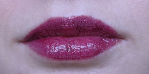 lip gloss L'oreal Caresse Glam Shine Stain Splash in Milady review beautyholics.co lips swatch